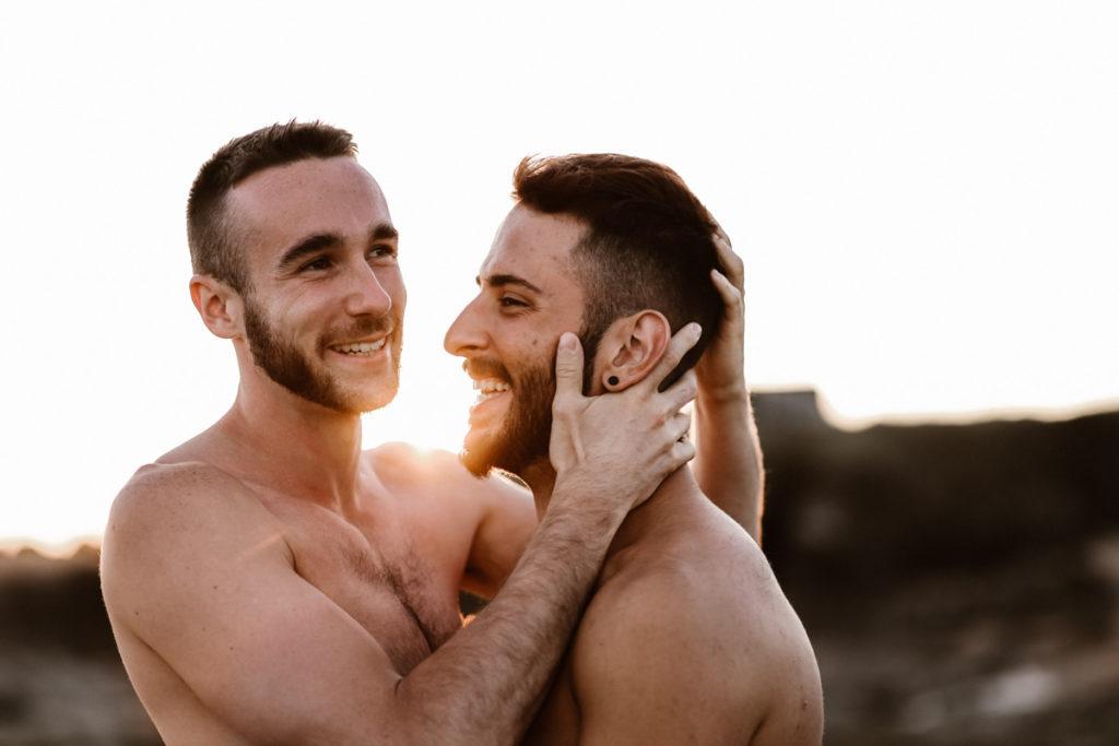 une séance couple gay dans la mer